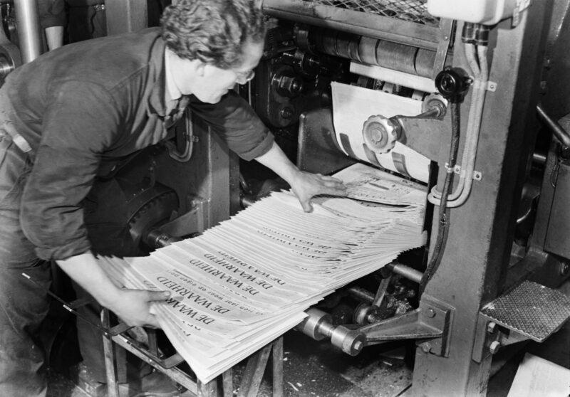 Drukkerij van dagblad De Waarheid, Amsterdam (1950) © Dolf Kruger / Nederlands Fotomuseum